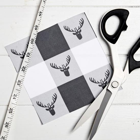 Échantillon - motif à carreaux avec têtes de cerf
